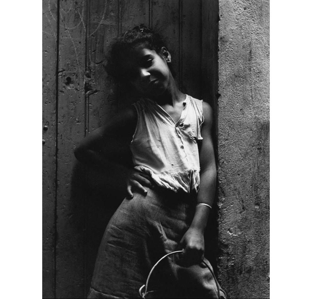 Casbah 1960, enfant, porteuse d'eau, Alain Gedovius & Yves Robertet